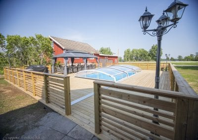 Privat pool med paviljong